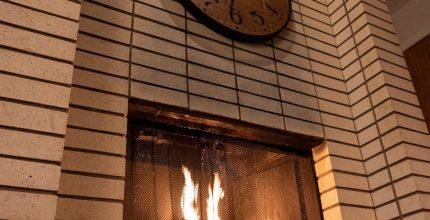 Il fuoco acceso nel camino: efficienza energetica ed emozione